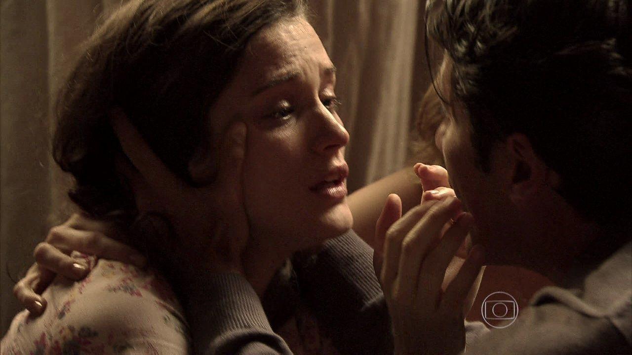 Joia Rara - capítulo de segunda-feira, dia 31/03/2013, na íntegra - Amélia se desespera ao ver que Pérola sumiu