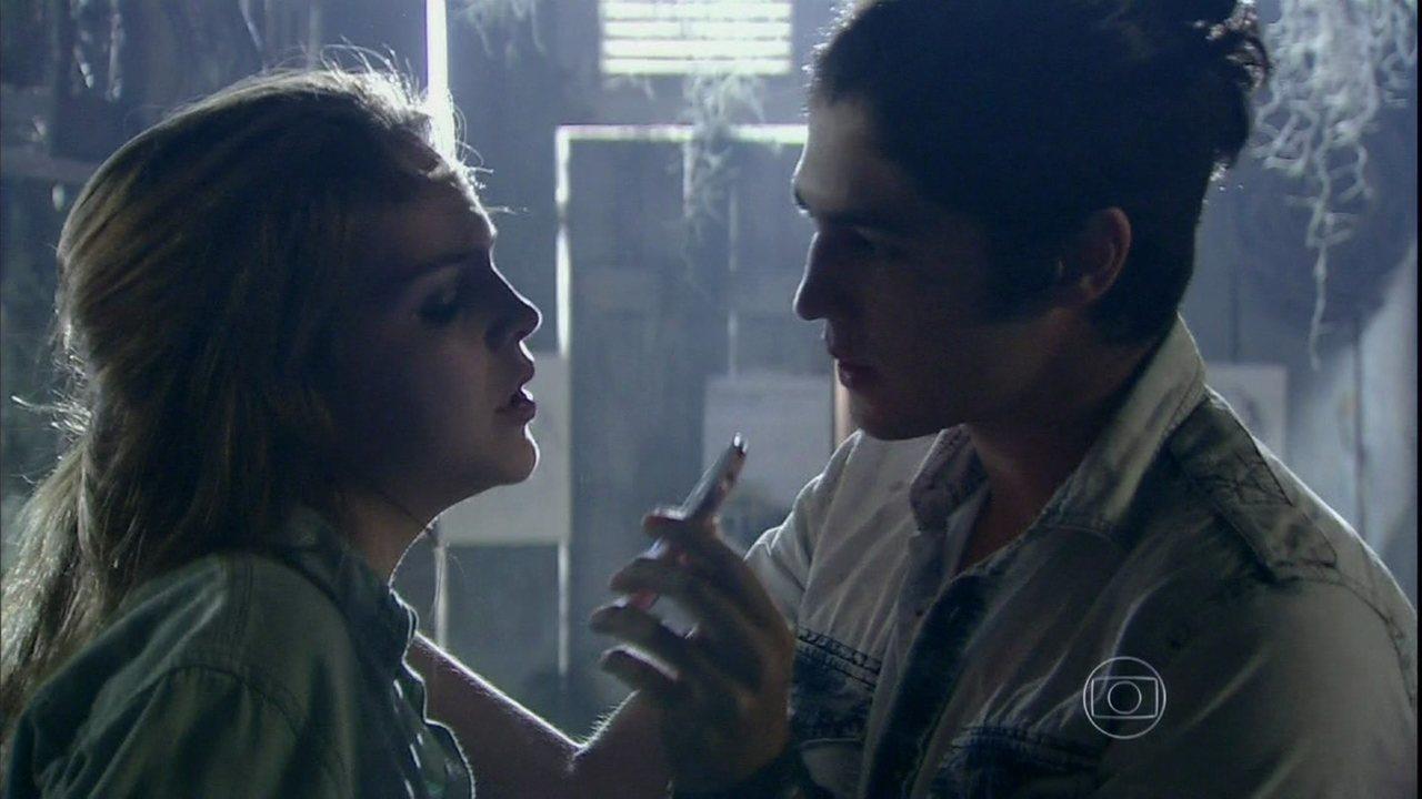 Malhação - Capítulo de quinta-feira, dia 10/04/2014, na íntegra - Antônio ameaça Ben para Anita e a obriga a participar de seu plano contra o irmão