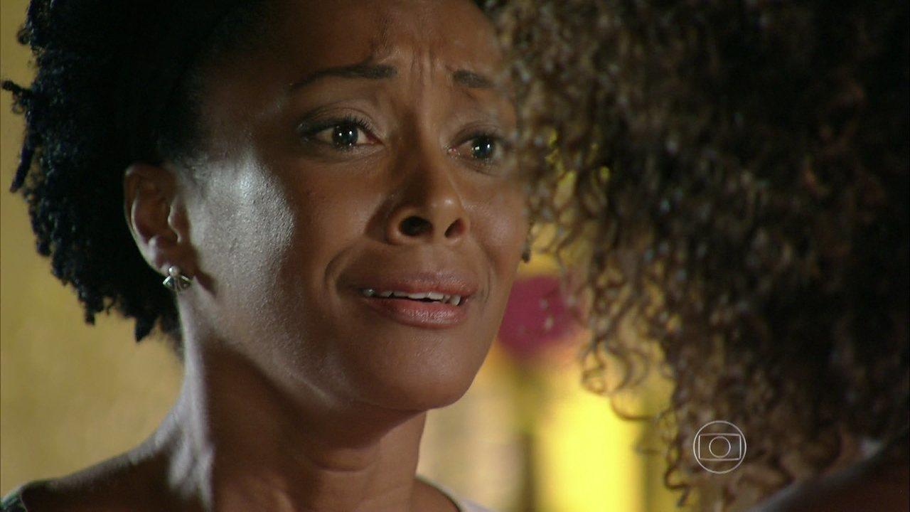 Em Família - Capítulo de quinta-feira, dia 17/04/2014, na íntegra - Laerte pergunta se Luiza está fugindo dele