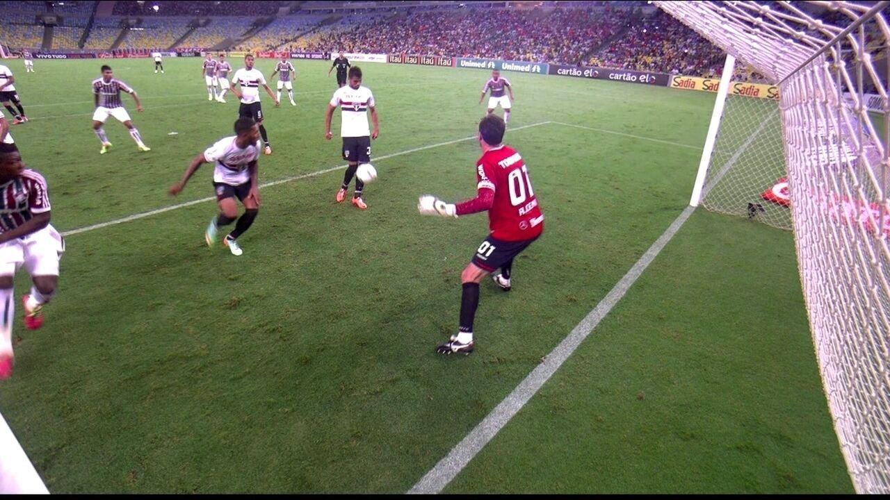 Gol do Fluminense! Após escanteio, bola desvia em Lucão e entra aos 7 do 2º tempo