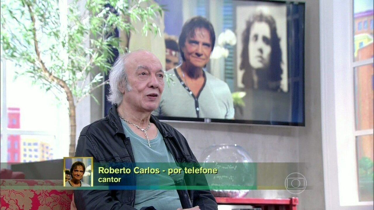 Roberto Carlos surpreende o amigo Erasmo com telefonema