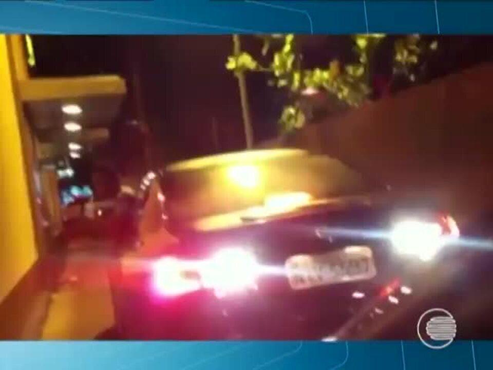 Homem agride verbalmente mulheres em drive-thru de lanchonete na Zona Leste