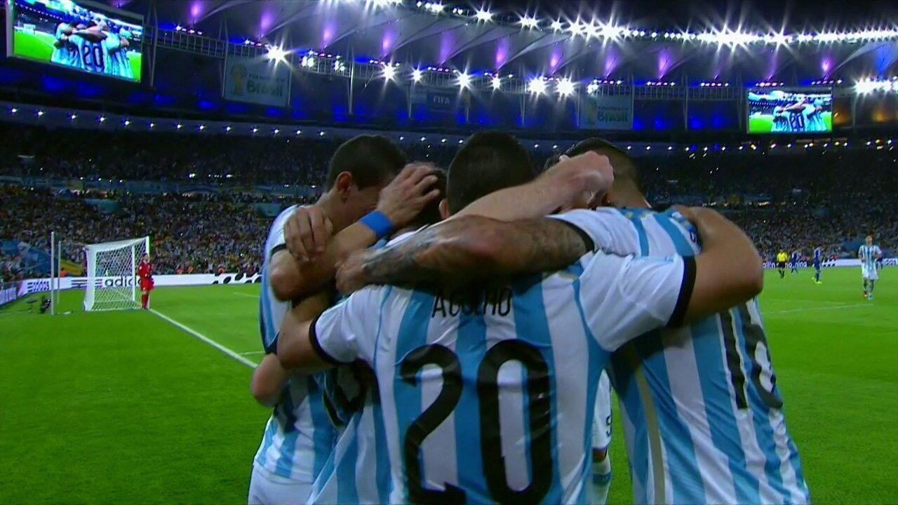 Gol da Argentina! Messi tabela com Higuain, bate, bola toca na trave e entra, aos 19 do 2º