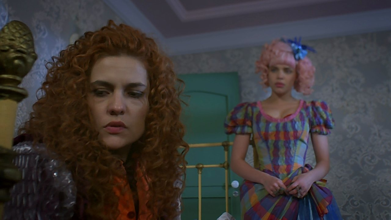 Meu Pedacinho de Chão - capítulo de segunda-feira, dia 16/06/2014, na íntegra - Juliana garante a Gina que Ferdinando gosta dela