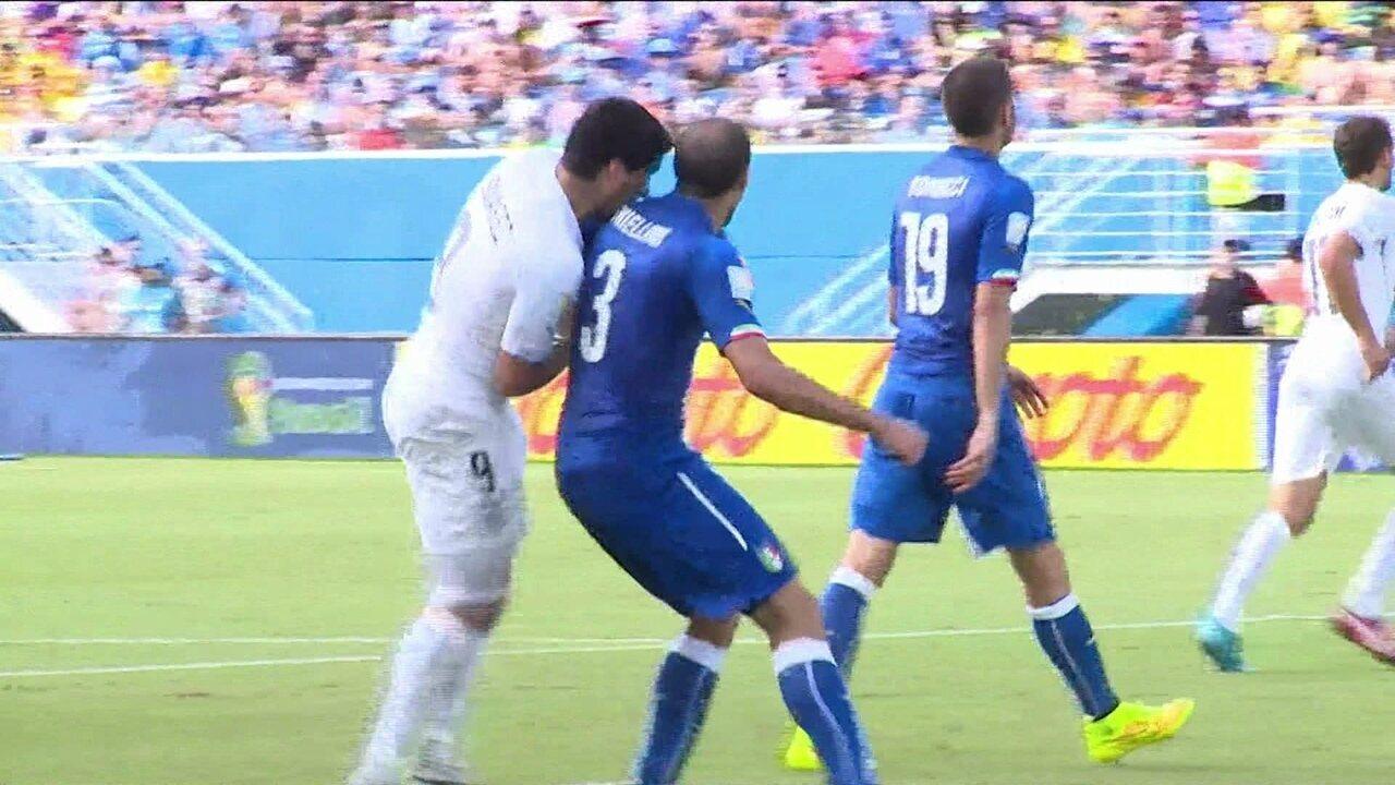 Confira a mordida de Luiz Suárez em Chiellini durante jogo entre Itália e Uruguai