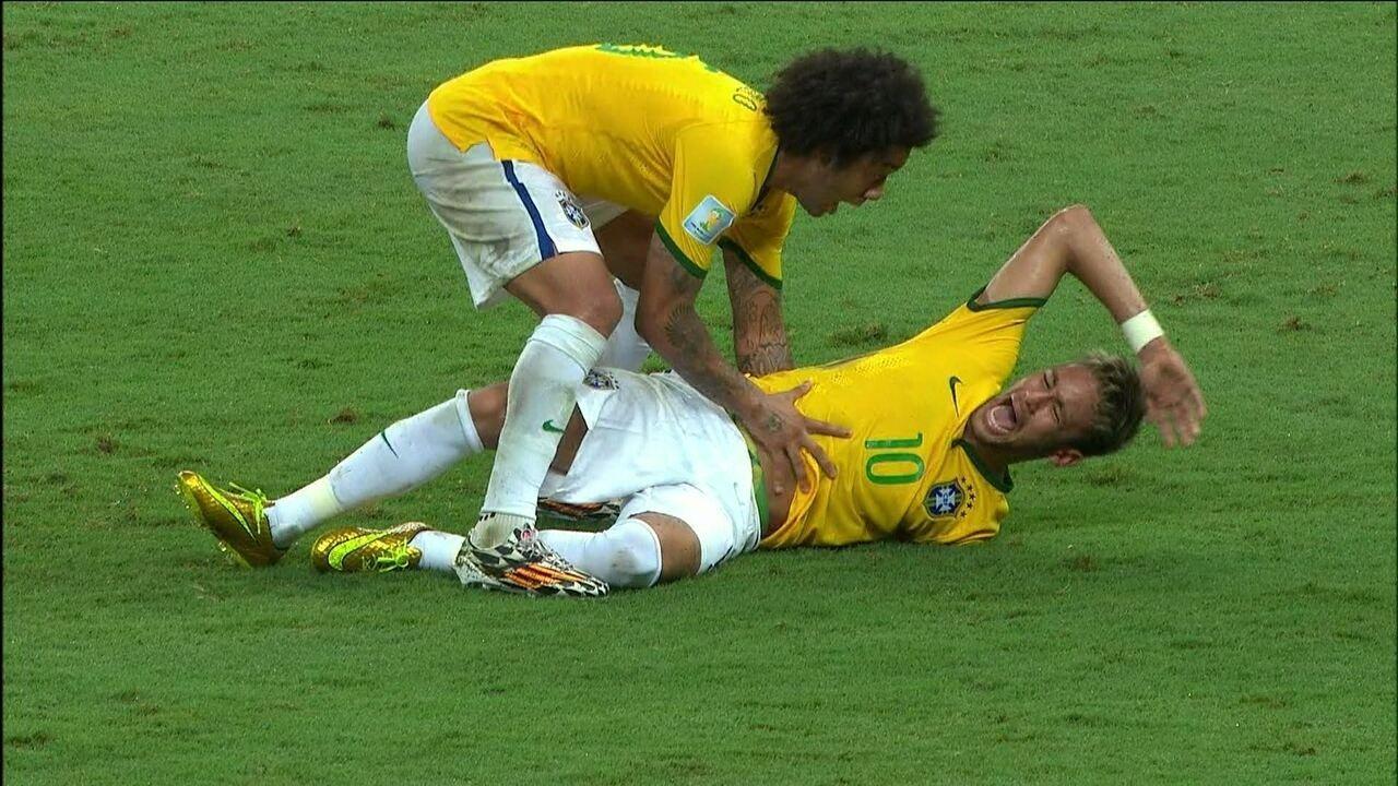Confira em detalhes o momento em que Neymar sofre a joelhada de jogador da Colômbia