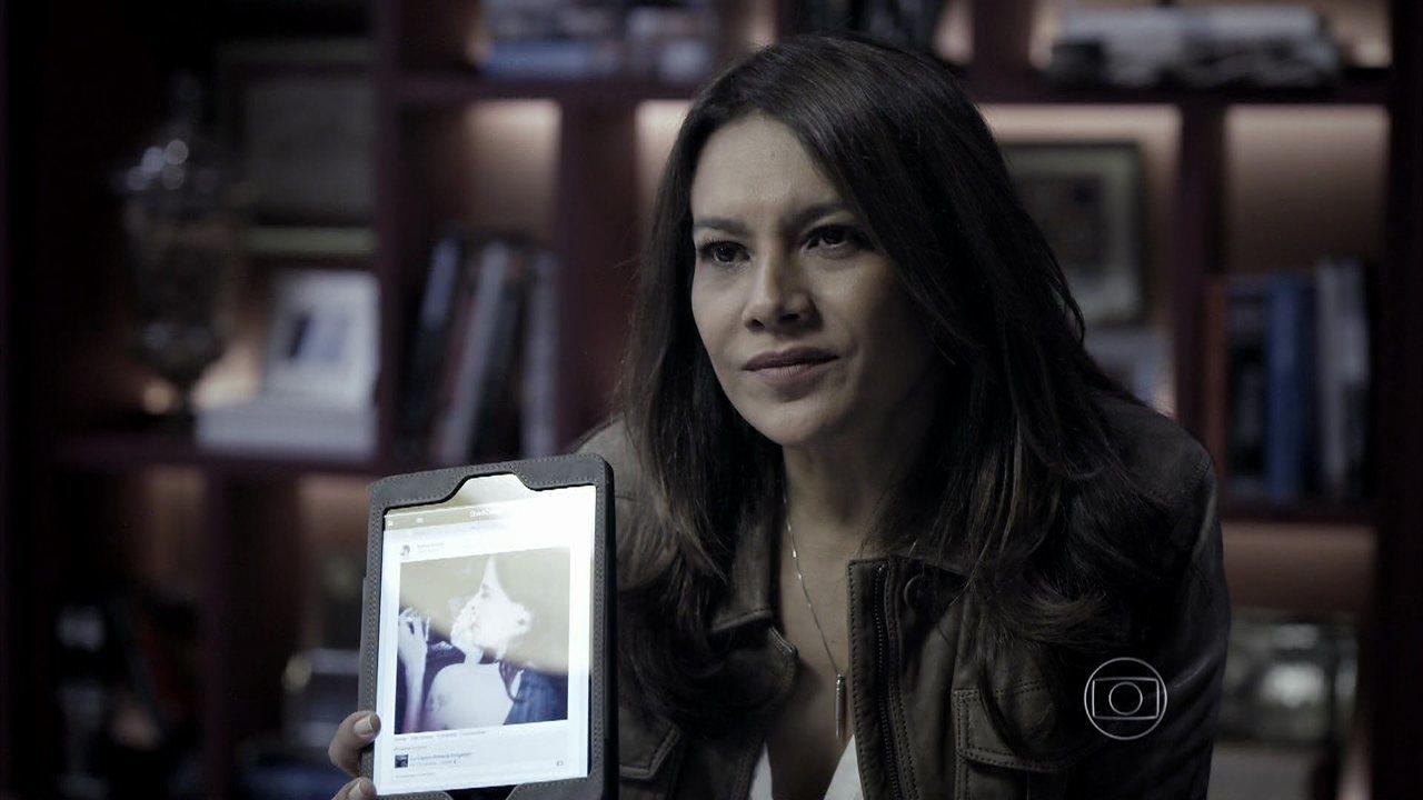 Capítulo de 26/08/2014 - Roberta é acusada nas redes sociais como a culpada pela morte de Bruno