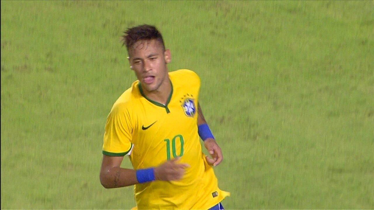 O gol de falta de Neymar em 2014 no amistoso contra a Colômbia