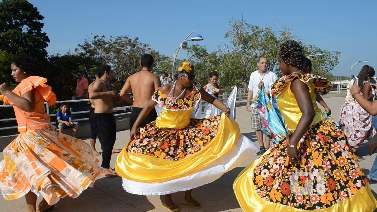 Confira uma apresentação de marabaixo, no Monumento Marco Zero, ponto turístico de Macapá