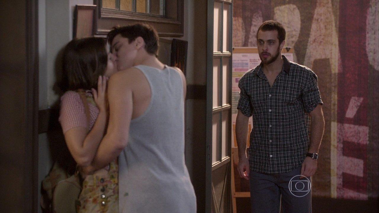 Malhação - capítulo de quarta-feira, dia 24/09/2014, na íntegra - Franz vê Jeff beijando Mari e termina com a menina