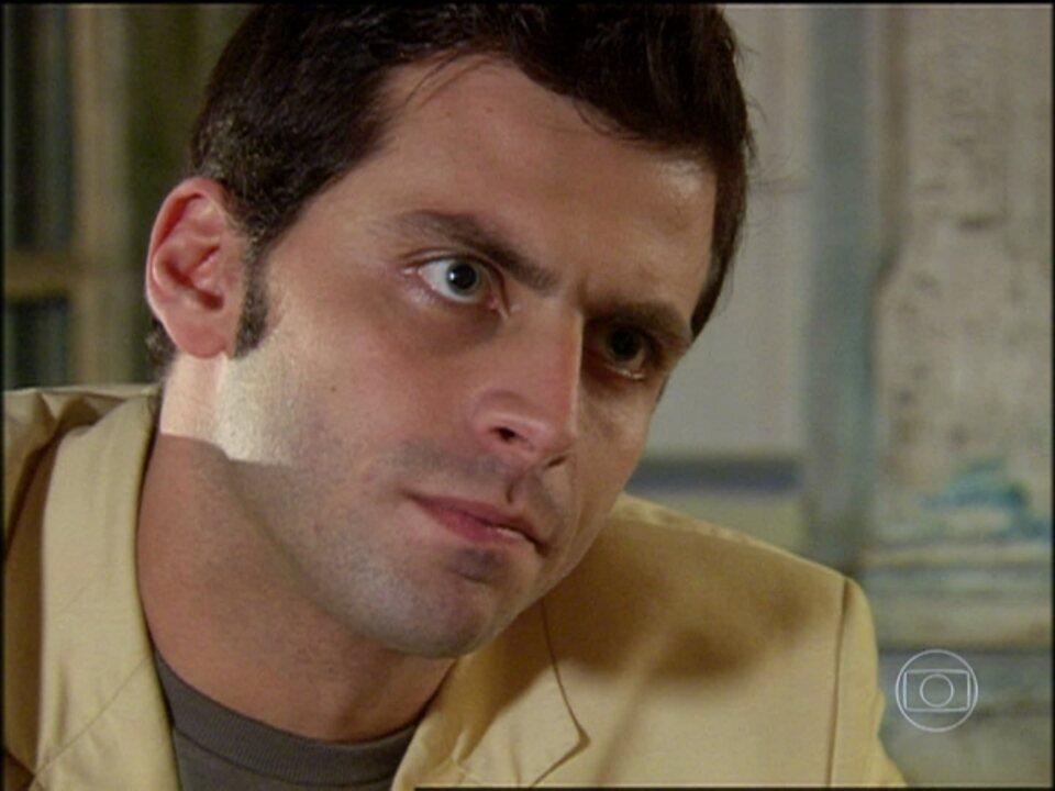 Cobras e Lagartos - capítulo de terça-feira, dia 30/09/2014, na íntegra - Estevão encontra Sushi. Foguinho pede a mão de Kika em casamento