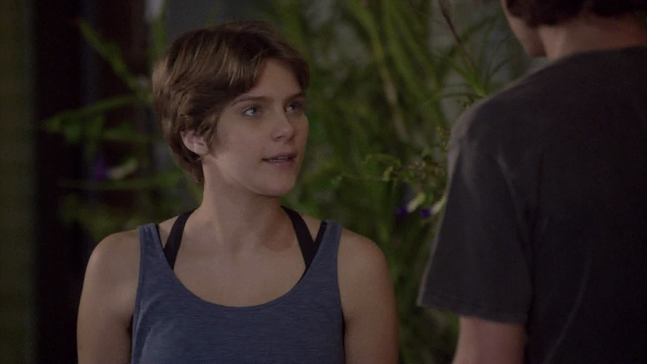 Malhação - capítulo de quinta-feira, dia 09/10/2014, na íntegra - Karina decide falar com Duca e Pedro se preocupa