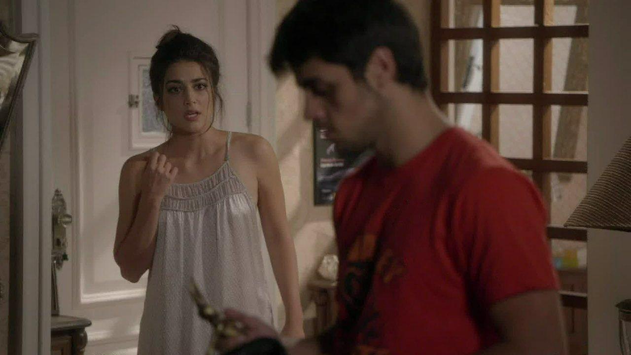 Malhação - capítulo de terça-feira, dia 21/10/2014, na íntegra - Jade flagra Cobra tentando roubar sua casa