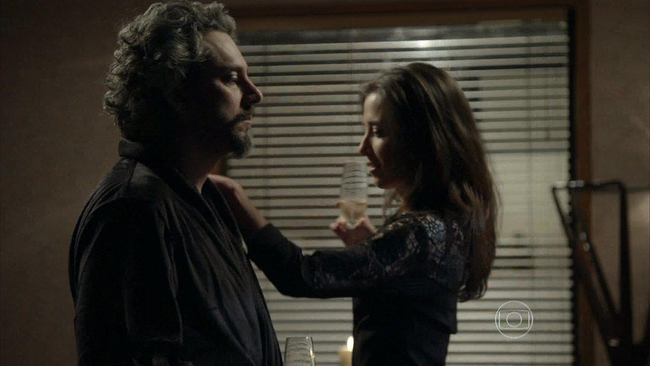 Império - Capítulo de sábado, dia 06/12/2014, na íntegra - Cora e José Alfredo se encontram no hotel