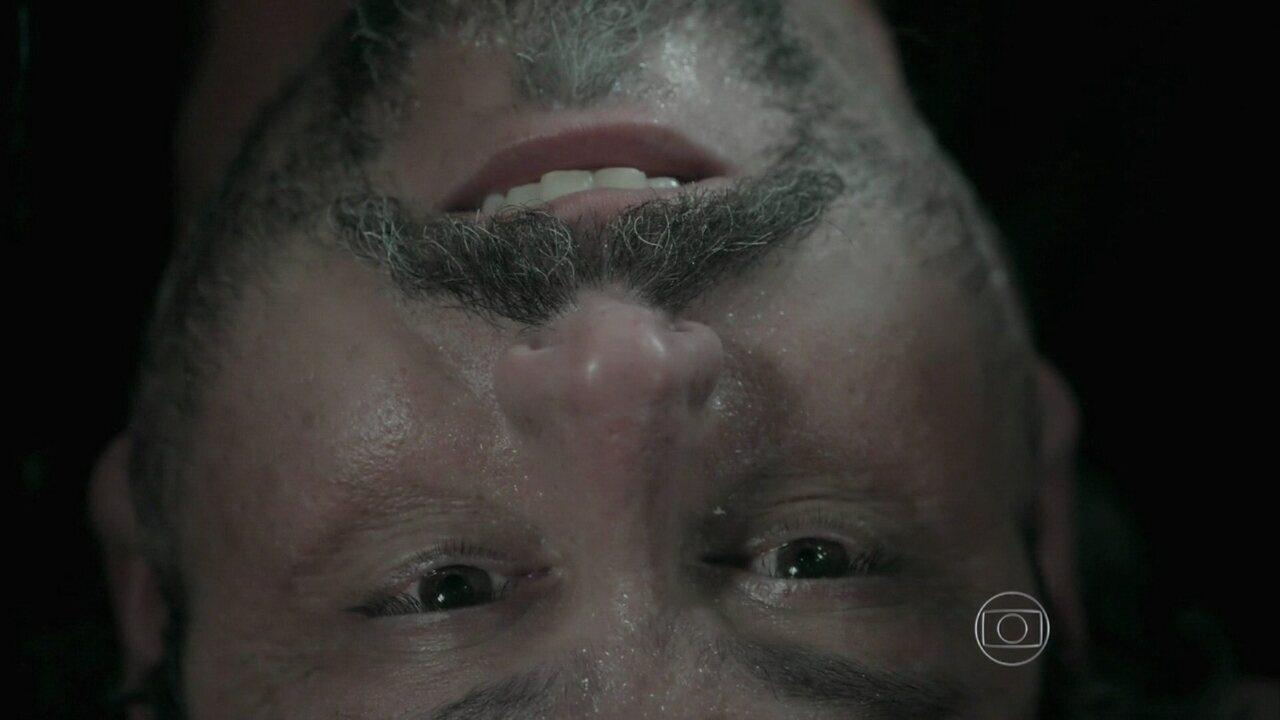 Império - Capítulo de quinta-feira, dia 18/12/2014, na íntegra - Zé ataca Maurílio e passa mal