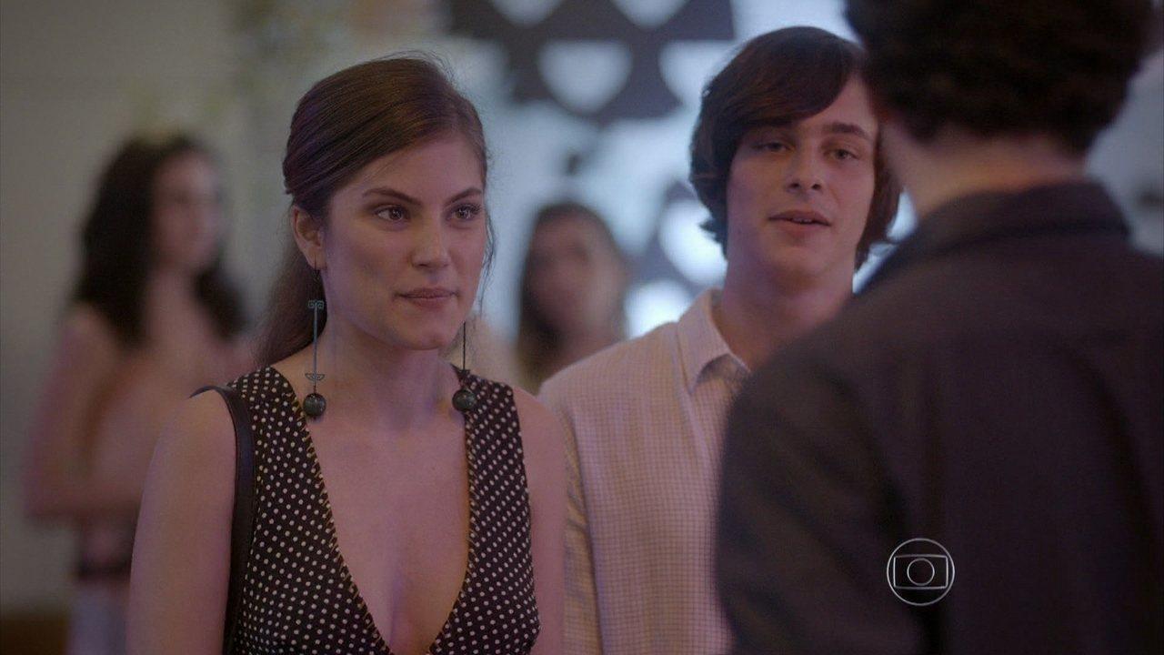 Malhação - capítulo de sexta-feira, dia 19/12/2014, na íntegra - Henrique apresenta Bianca para donos de marcas importantes