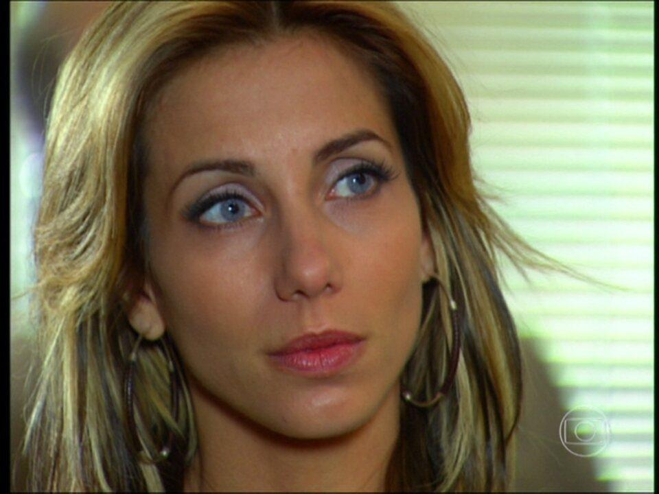 Cobras e Lagartos - capítulo de segunda-feira, dia 22/12/2014, na íntegra - Nikki se entrega e Luciano é solto
