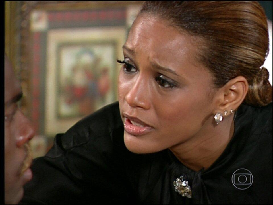Cobras e Lagartos - capítulo de terça-feira, dia 30/12/2014, na íntegra - Ellen diz que está grávida e consegue distrair Foguinho