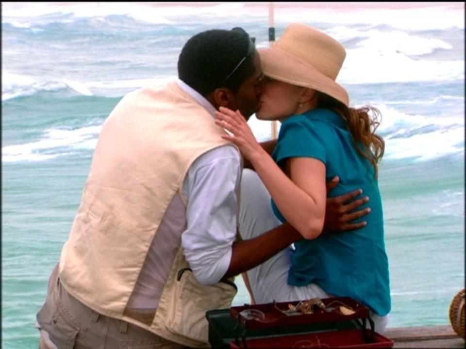 Cobras e Lagartos - capítulo de terça-feira, dia 06/01/2015, na íntegra - Foguinho beija Bel e se declara