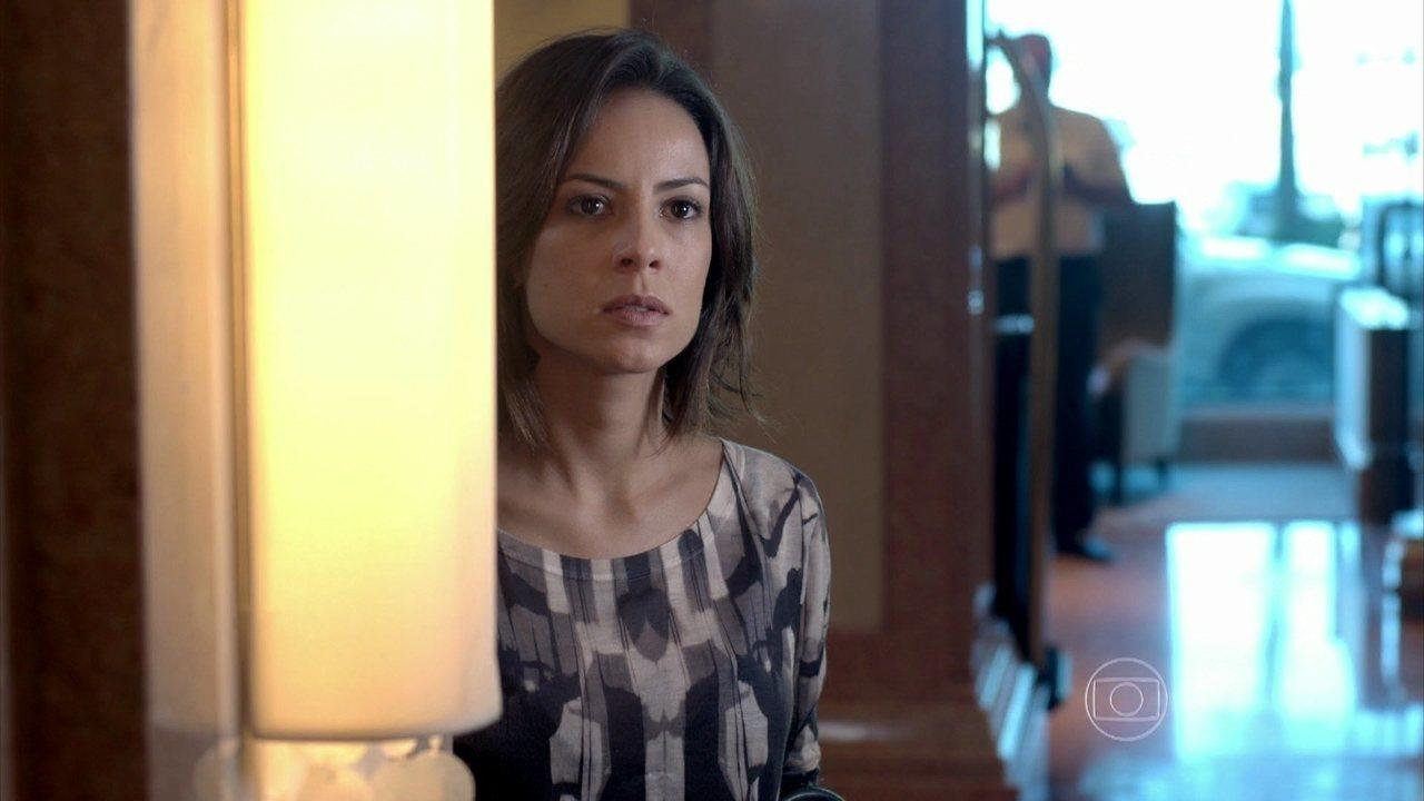 Império – Capítulo de sábado, dia 14/02/2015, na íntegra - Clara flagra conversa suspeita entre Pedro e Merival