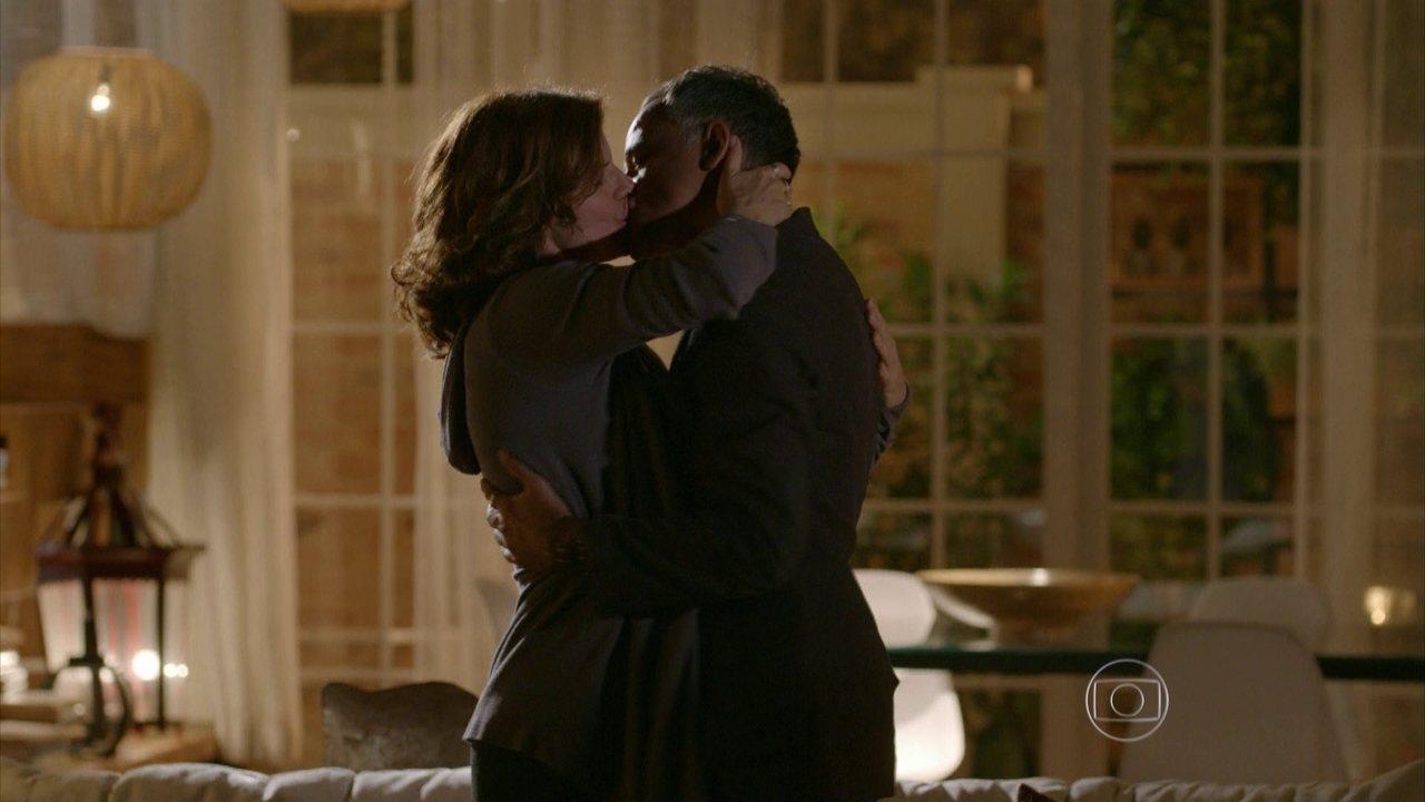 Sete Vidas - Capítulo de sábado, dia 14/03/2015, na íntegra - Lígia e Vicente decidem se casar