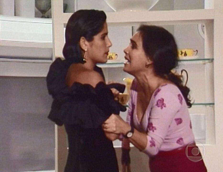 Vale Tudo: Maria de Fátima despreza Raquel