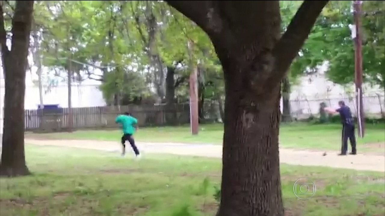 Policial branco é indiciado por ter matado homem negro nos EUA