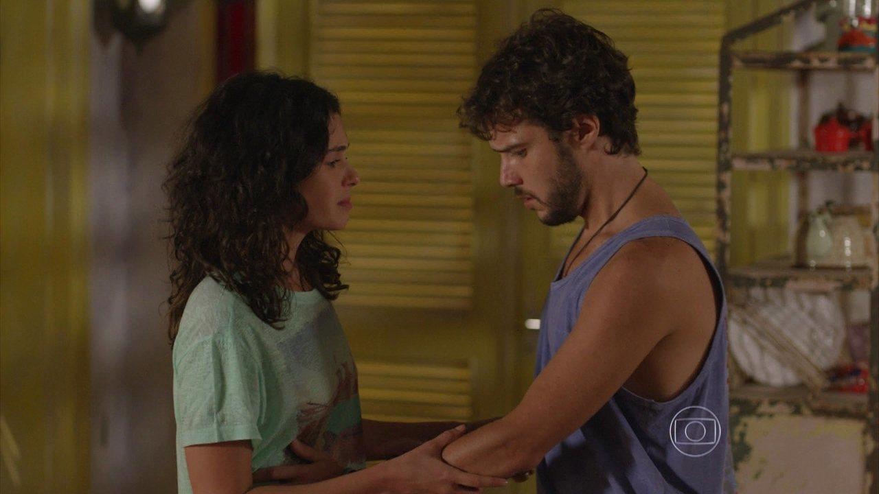 Sete Vidas - Capítulo de quinta-feira, dia 16/04/2015, na íntegra - Taís tem um sangramento e Pedro a leva para o hospital