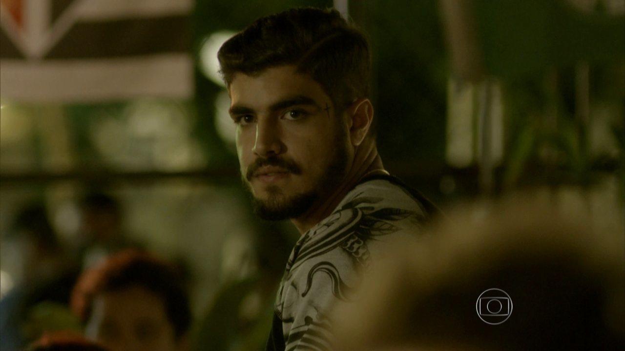 I Love Paraisópolis - Capítulo de terça-feira, dia 19/05/2015, na íntegra - Grego pede para ser apresentado a Benjamin