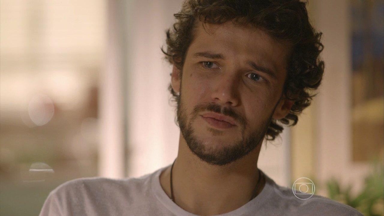 Sete Vidas - Capítulo de sexta-feira, dia 22/05/2015, na íntegra - Pedro confessa que não vai aguentar se Júlia e Felipe ficarem juntos