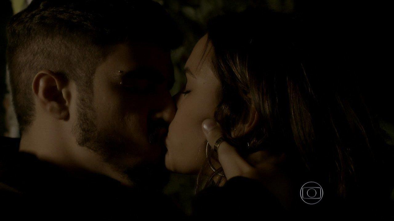 I Love Paraisópolis - Capítulo de sábado, dia 23/05/2015, na íntegra - Grego beija Mari