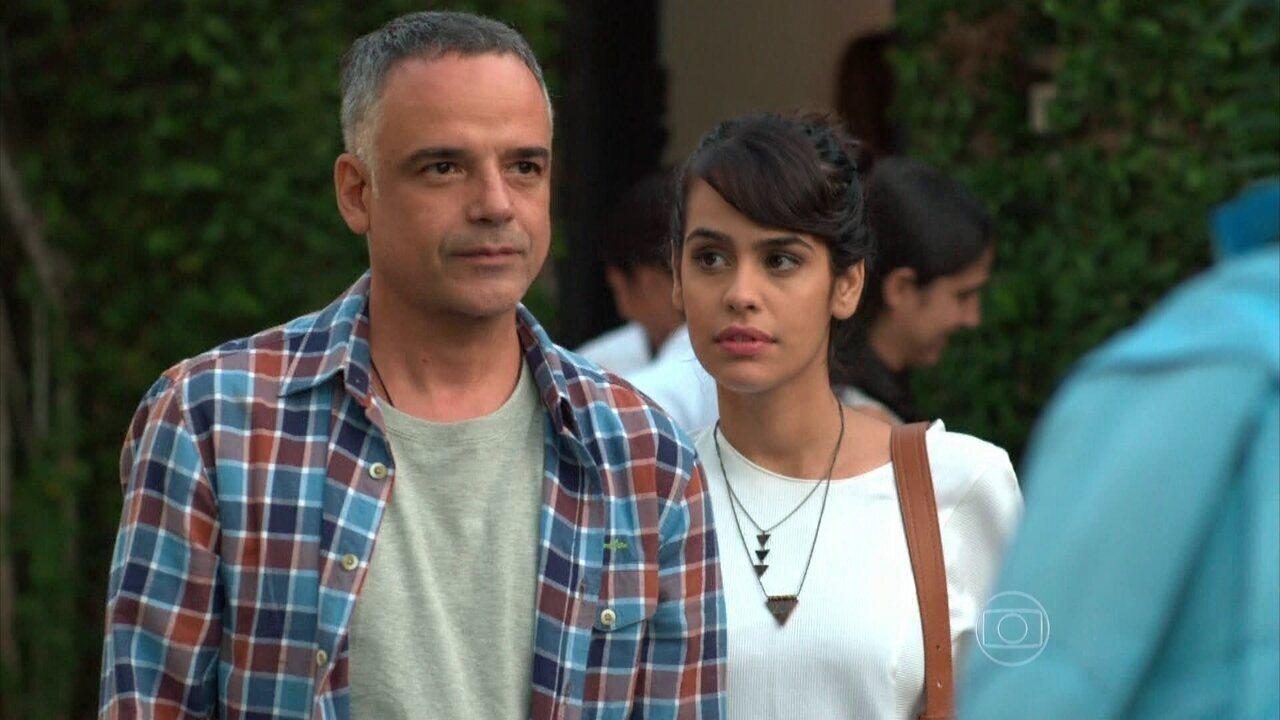 Sete Vidas - Capítulo de segunda-feira, dia 01/06/2015, na íntegra - Vicente dá de cara com Lígia e Miguel juntos