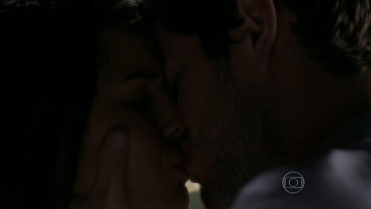 I Love Paraisópolis – capítulo de quinta-feira, dia 04/05/2015, na íntegra - Benjamin se declara para Mari