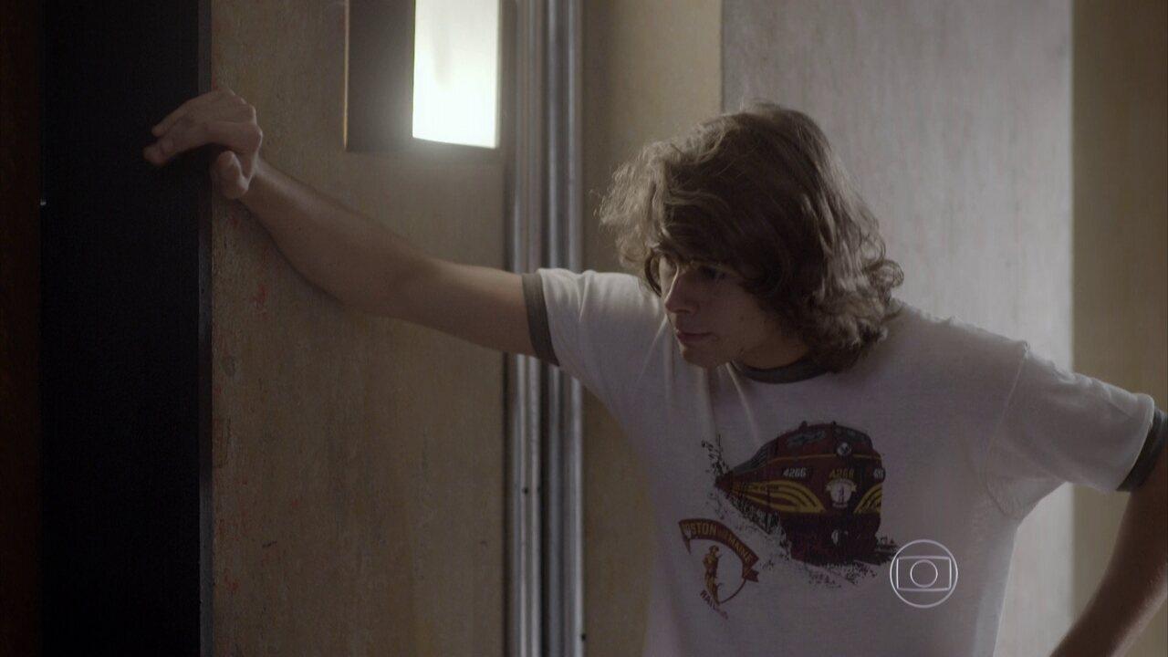 Malhação - capítulo de segunda-feira, 08/06/2015, na íntegra - Pedro pede ajuda para entrar no apartamento de Lobão