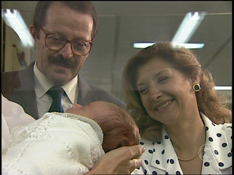 O Rei do Gado - capítulo de quinta-feira, 02/07/2015, na íntegra - Caxias vê o neto pela primeira vez