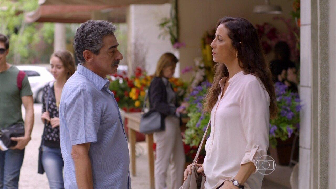 Marlene flagra Durval em uma casa de apostas