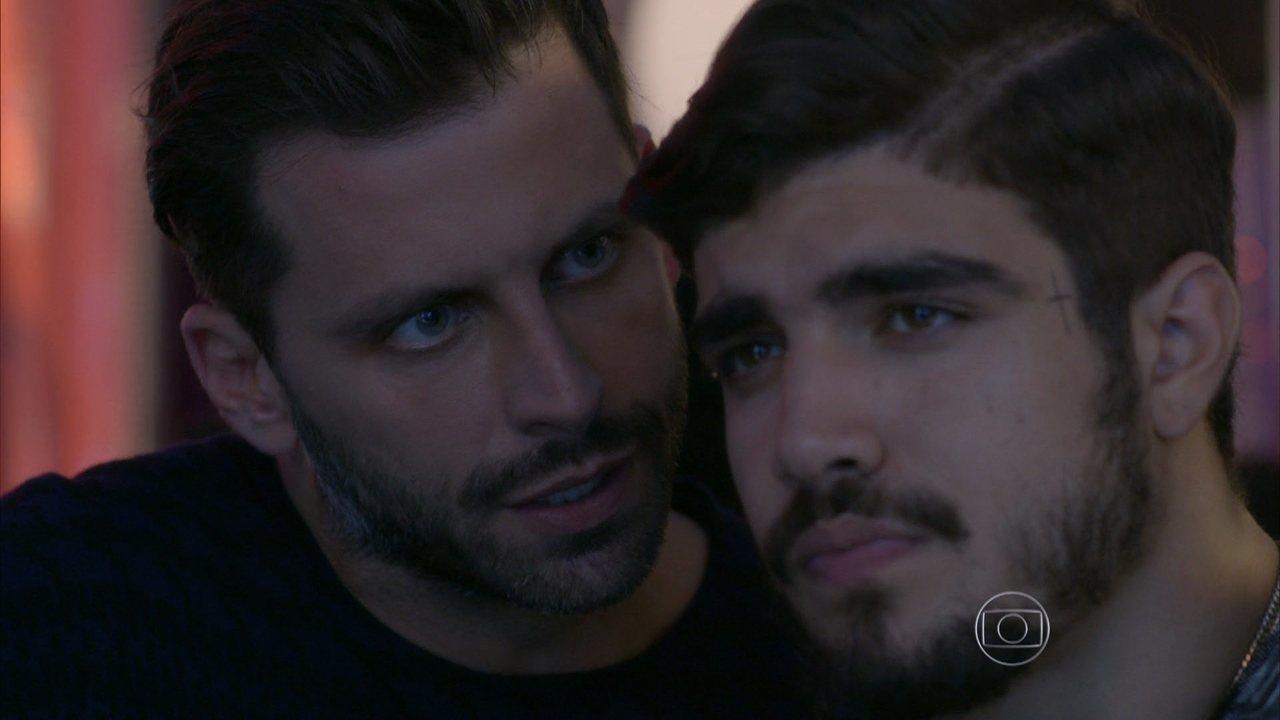 I Love Paraisópolis - capítulo de terça-feira, dia 21/07/15, na íntegra - Gabo exige que Grego se afaste de sua família