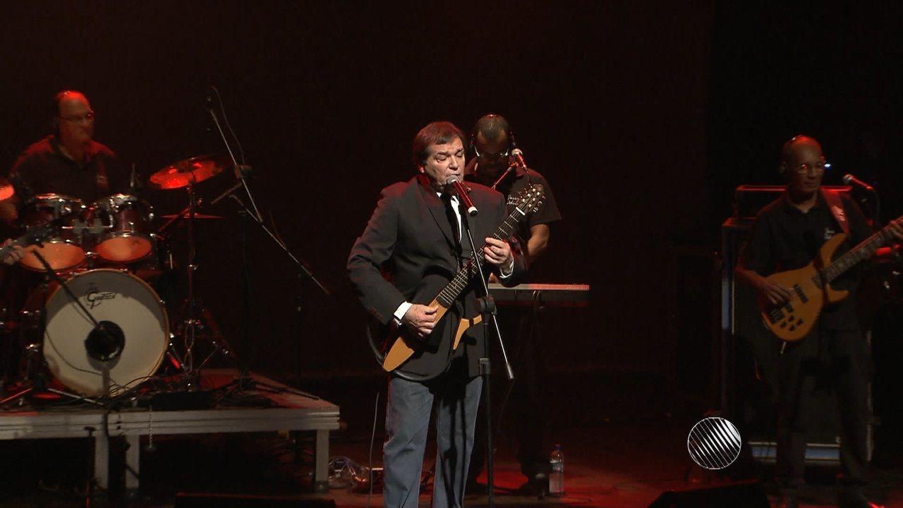 Cantor Jerry Adriani faz show em comemoração aos 50 anos de carreira