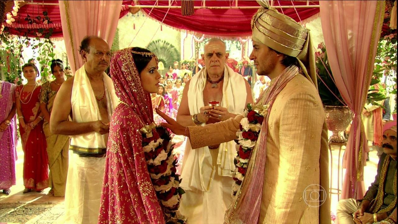 Caminho das Índias - capítulo de Sexta-feira, dia 31/07/15, na íntegra - Komal e Rani se casam