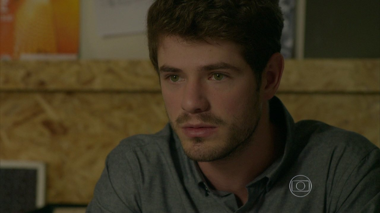 I Love Paraisópolis - capítulo de sexta-feira, dia 07/08/15, na íntegra - Benjamin diz a Gabo que vai se candidatar à presidência da Pirlatex