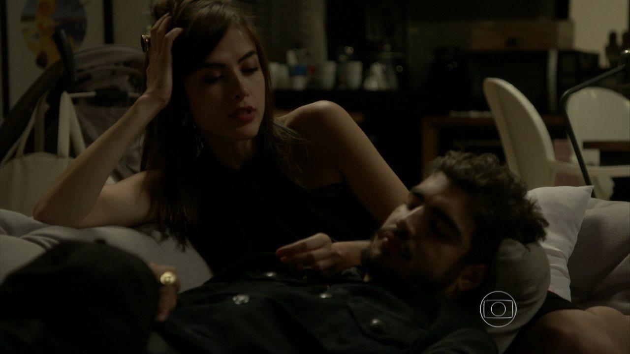 I Love Paraisópolis - capítulo de sexta-feira, dia 09/10/15, na íntegra - Margot pergunta se Grego já ficou com Soraya