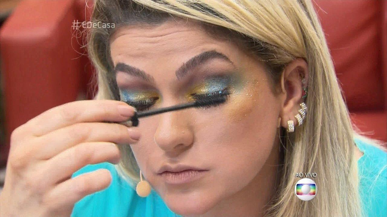 Alice Salazar dá dicas de maquiagem com glitter para o Carnaval