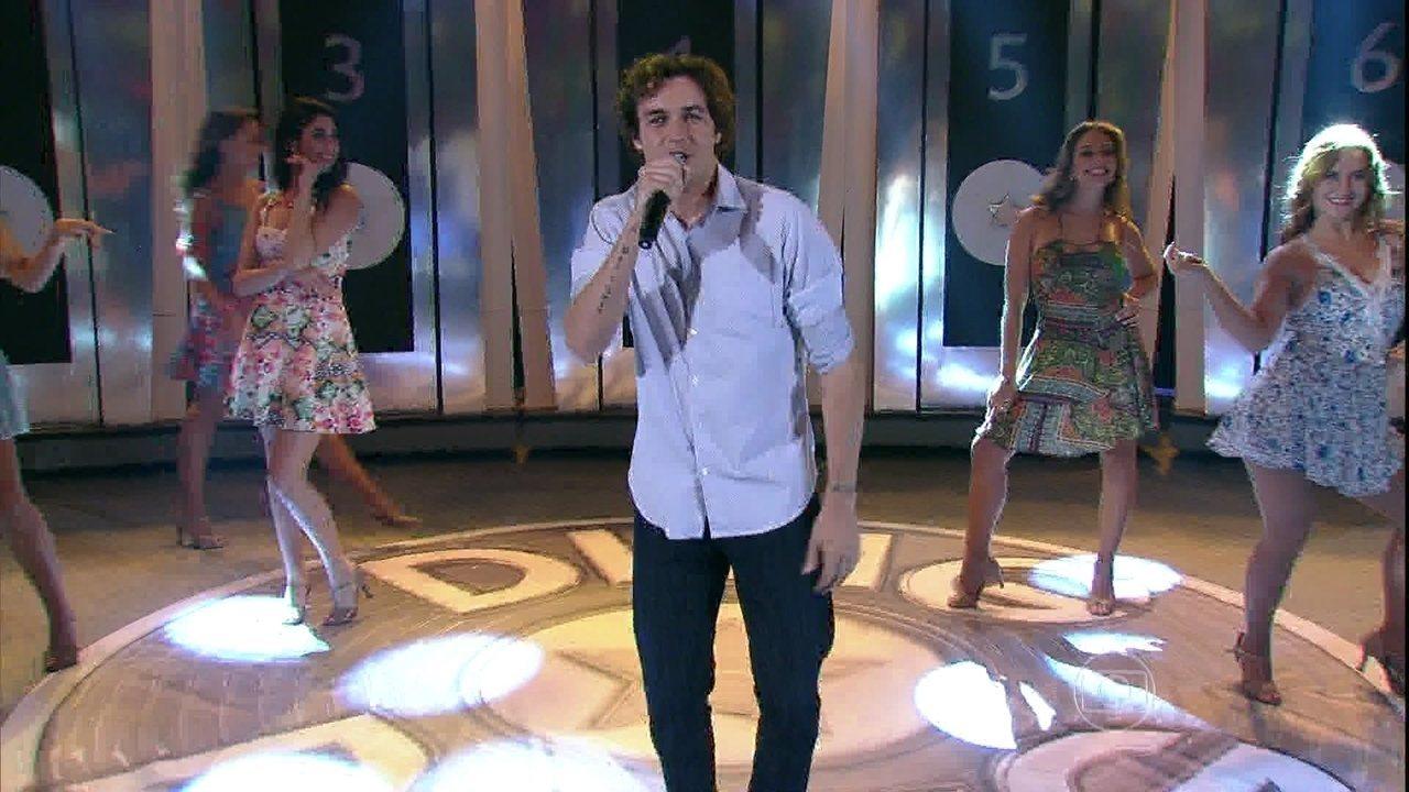 Após participar do 'Dança' em 2005, Felipe Dylon ressurge no palco do 'Domingão' e canta hit  'Musa do Verão'