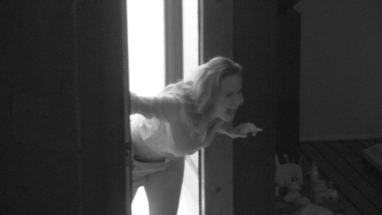 Ana Paula acorda Juliana no Quarto do Líder e grita: 'Olha ela!'