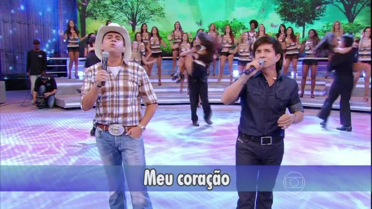 """Chitãozinho e Xororó cantam """"Evidências"""" à capela no Domingão"""