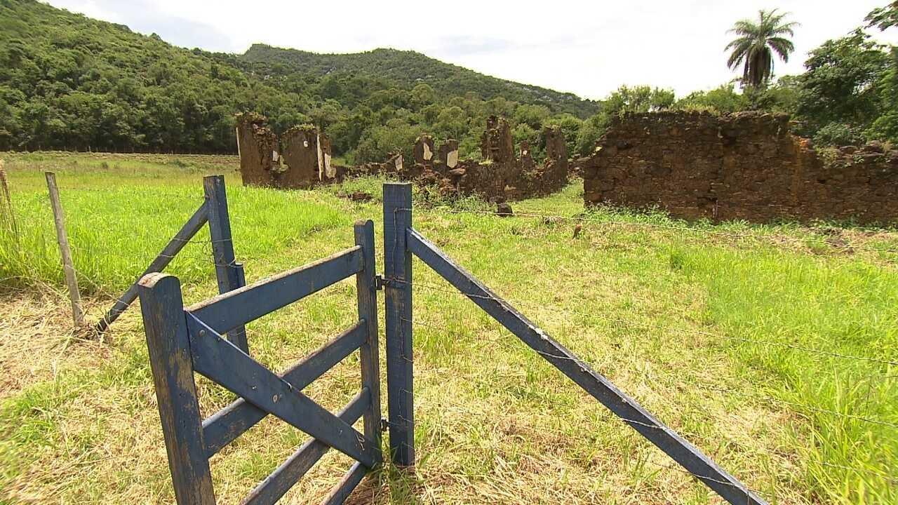 Ruínas da Vila do Gongo Soco guardam lembranças da exploração do ouro