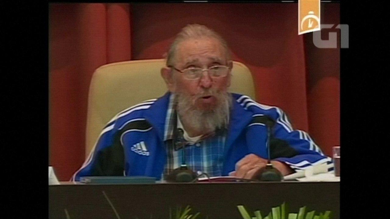 Fidel Castro participa da cerimônia de encerramento de congresso do Partido Comunista