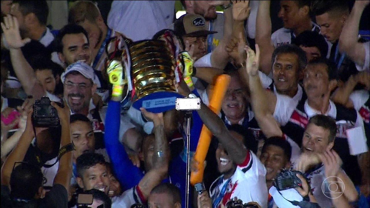 Em jogo emocionante contra o Campinense, Santa Cruz vence a Copa do Nordeste