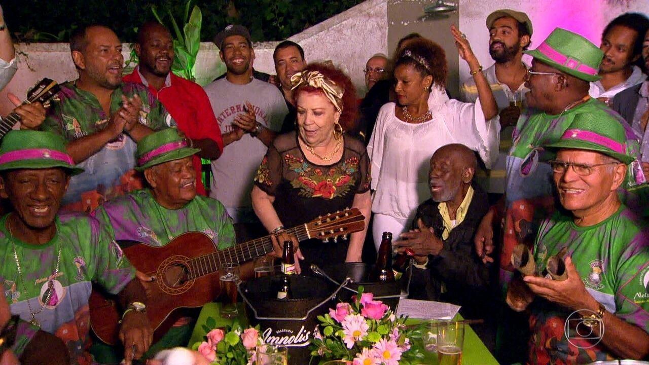 Beth Carvalho comemora 70 anos