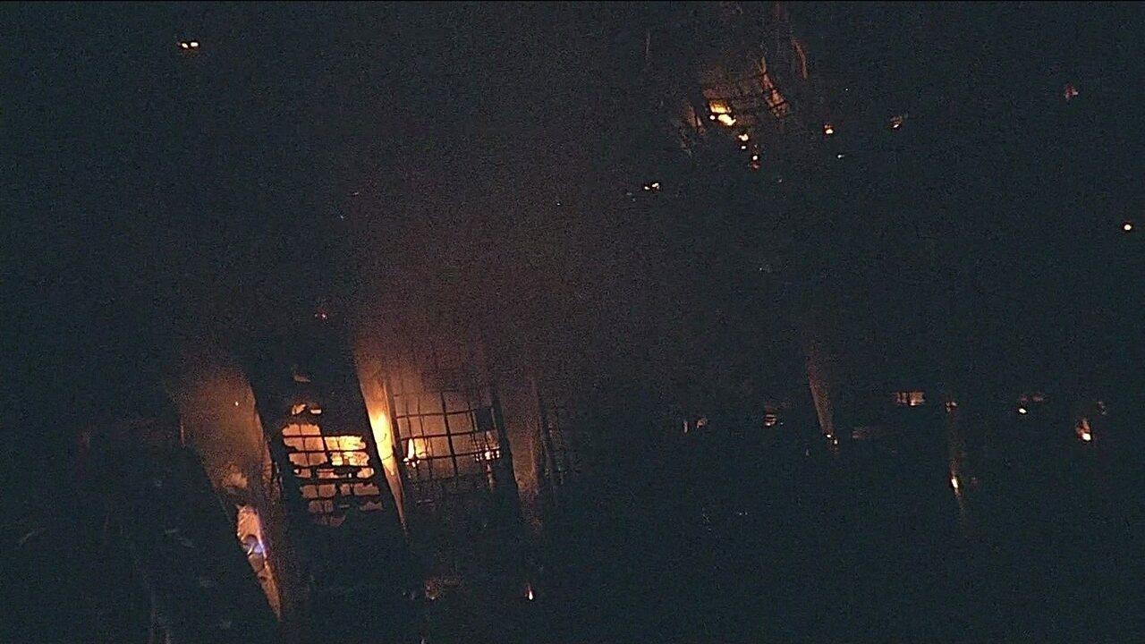 Incêndio atinge garagem de ônibus no Distrito Federal, em 2016